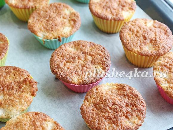 Нежные кексы с яблоками в формочках - рецепт пошаговый с фото