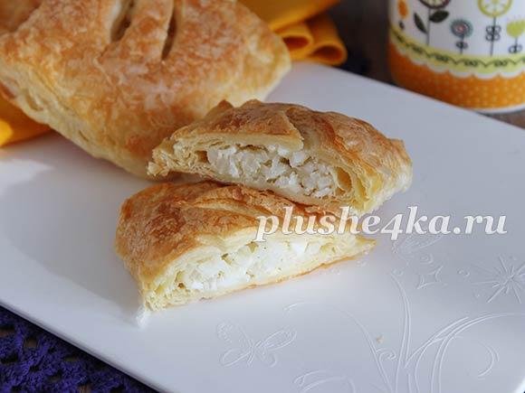 Слоеные пирожки с рисом и яйцом