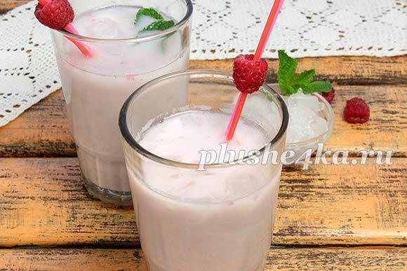 Индийский напиток ласси из малины