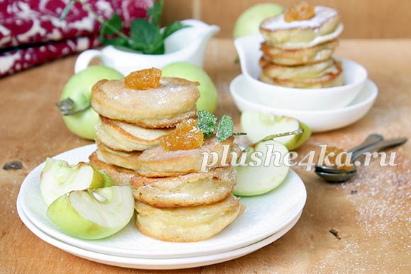 Яблоки в тесте, жареные на сковороде