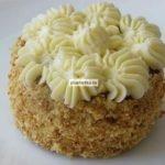 Бисквитное пирожное со сливочным кремом