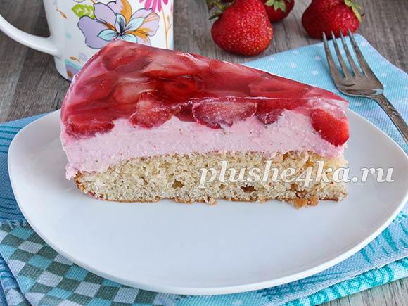 Бисквитный пирог с клубникой и творогом