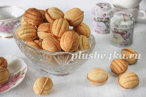 Орешки со сгущенкой, приготовленные в орешнице