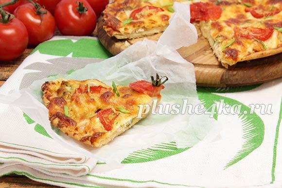 Домашняя пицца с курицей и помидорами