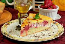 Клубничный пирог со сметанной заливкой