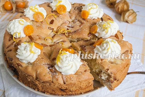 Пирог с ревенем, приготовленный в духовке