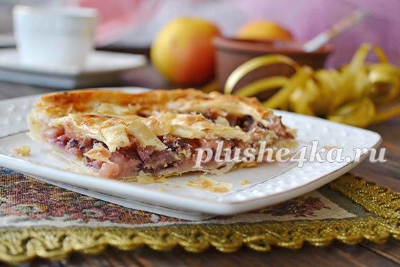 Слоеный пирог с яблоками и вареньем
