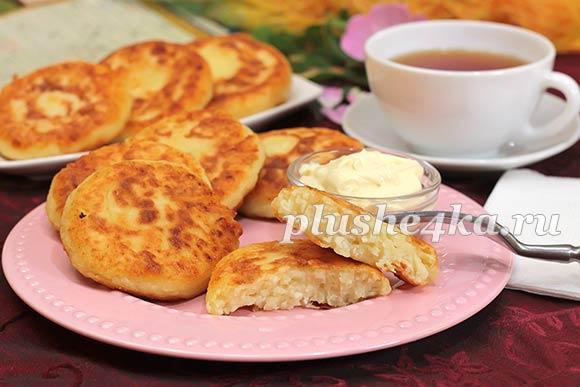 Сырники из творога с манкой, приготовленные на сковороде